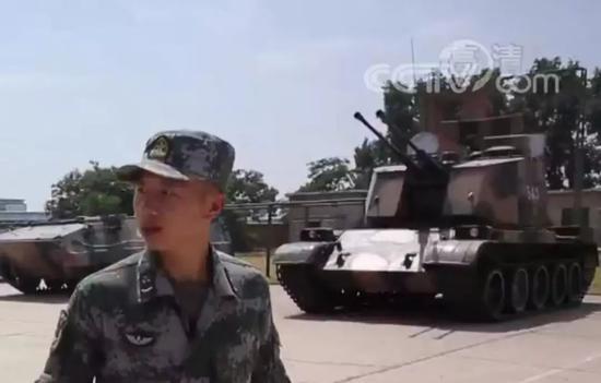 """使用69式中型坦克底盘的88式自行高炮,外观上确实有""""防空坦克""""的风采"""