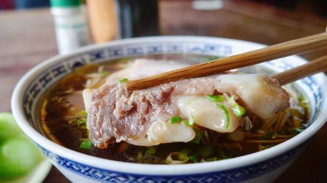 红汤汤底加焖白肉