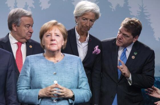 图片摄于G7峰会期间,右一为埃森斯塔特。(图源:《华尔街日报》)