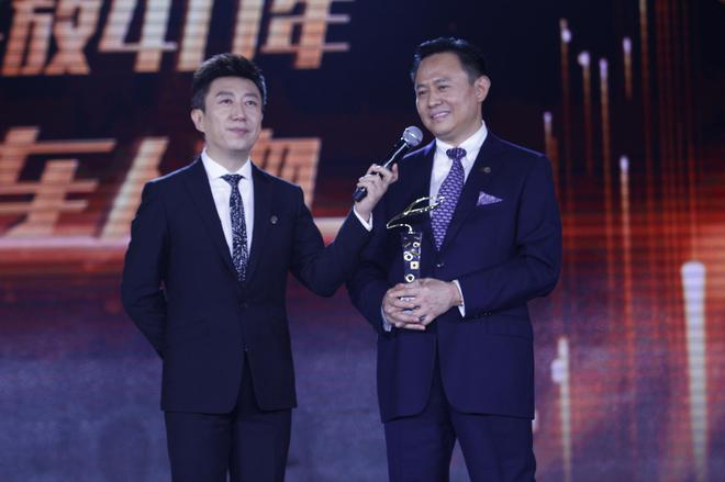 中国第一汽车集团有限公司董事长徐留平(右)