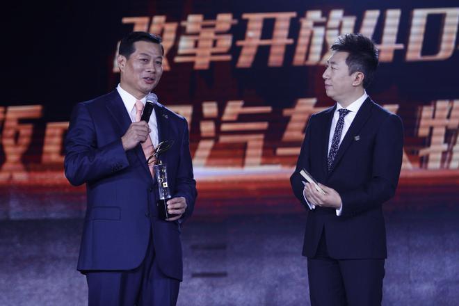 东风汽车集团有限公司董事长竺延风(左)