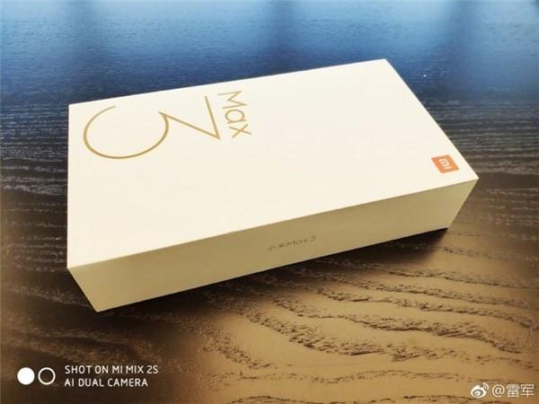 小米Max 3包装盒(图片源自微博)