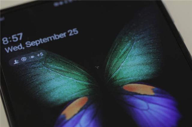 三星Galaxy Fold手机屏幕又坏了,改进后Galaxy Fold屏幕依然十分脆弱