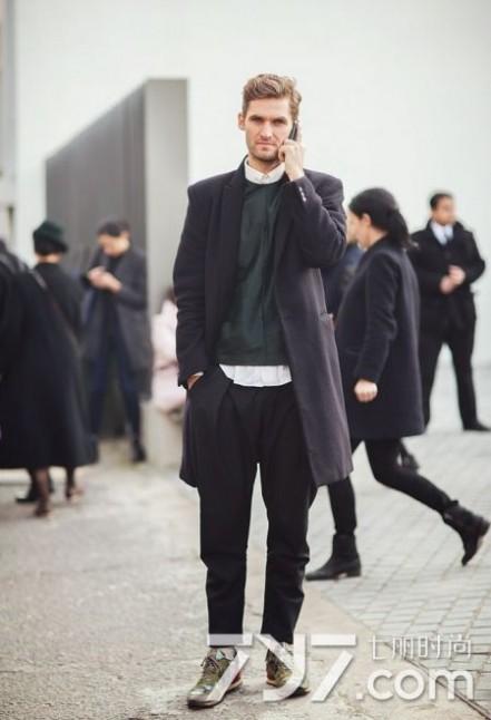 男士毛衣款式 男士毛衣搭配什么外套好 这样穿秒变绅士型男