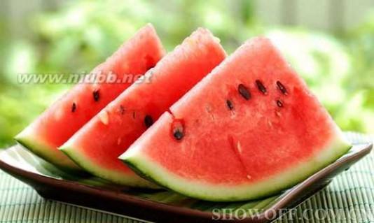 吃西瓜有什么好处 夏天吃西瓜有哪些好处与坏处呢?