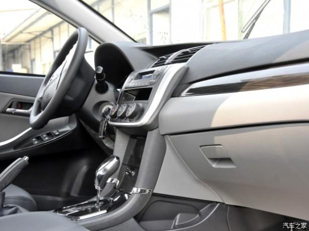 众泰众泰汽车众泰Z3002013款 自动基本型