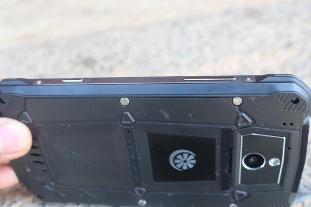 霸气智能三防手机——青橙VOGA V1测评