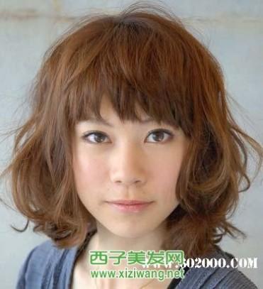 宽脸女生适合的发型图片
