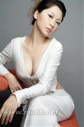 巧妙利用哺乳期让胸部更丰满 如何防止产后乳房下垂_喂奶之后乳房下垂