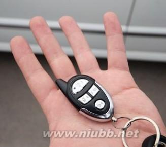 车钥匙锁车里了怎么办 车钥匙锁车里了怎么办?