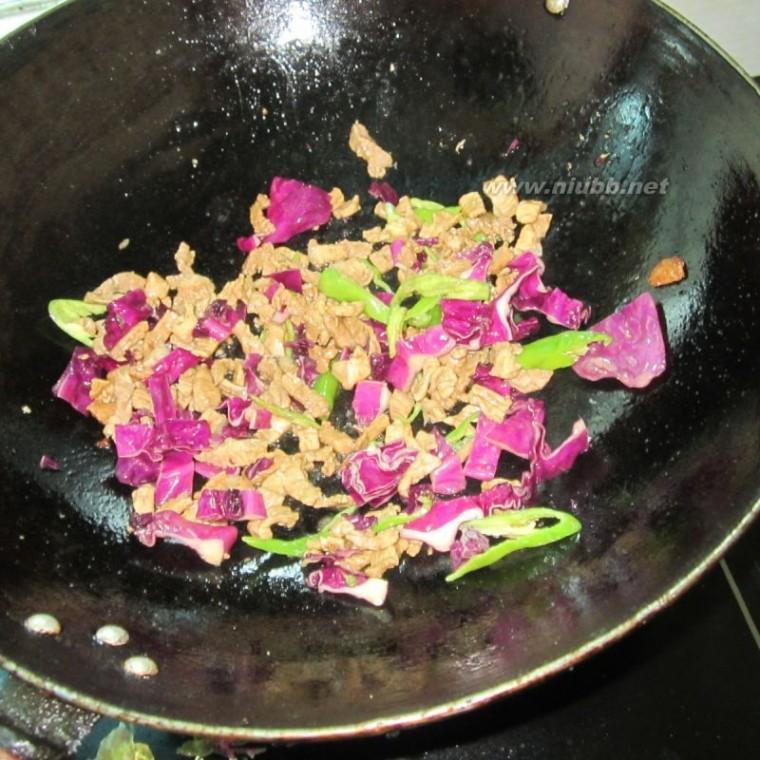 包菜炒肉 紫色包菜炒肉的做法,紫色包菜炒肉怎么做好吃,紫色包菜炒肉的家常做法