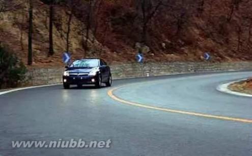 安全驾驶技巧 老司机总结的弯道安全驾驶技巧 要牢记