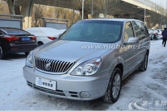 別克GL8: 一款親民的商務車_別克商務車價格