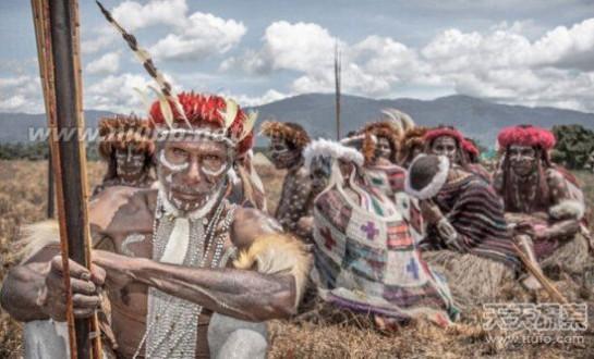 印尼神秘原始部落:裸体生活与世隔绝_原始部落与世隔绝