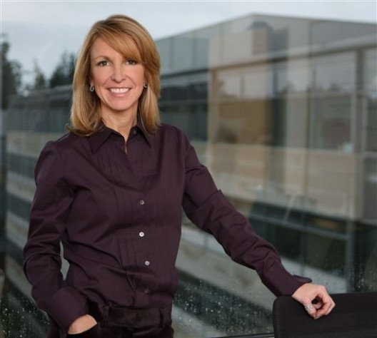 微软美女副总裁不慎漏嘴:WP7将在10月发布