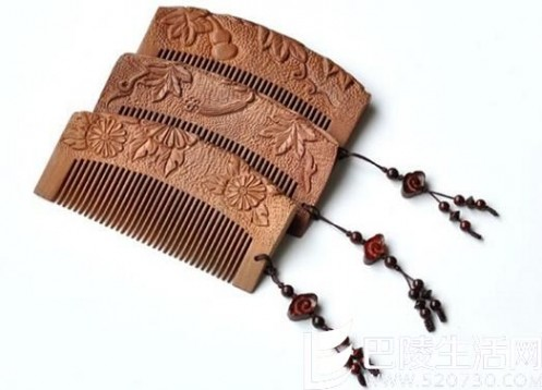 檀木梳 使用檀木梳的好处? 牛角梳和檀木梳哪个好?