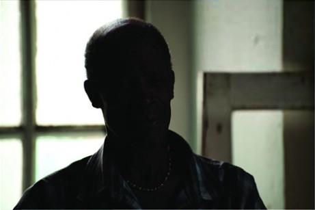 PS利用阴影高光将室内偏暗的人像图片修复还原