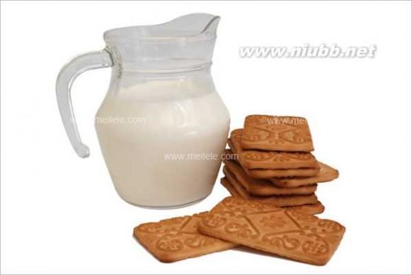 宝宝睡觉吃奶好吗 睡前喝牛奶好吗?小孩睡前喝牛奶好吗?